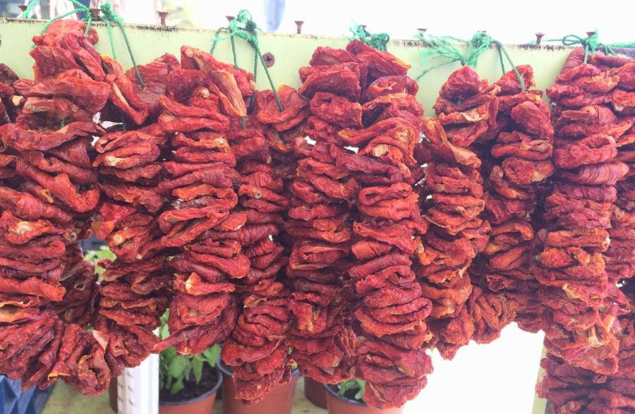 Λιαστές ντομάτες από την Τήνο